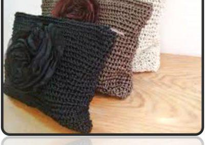 Trois petits oreillers tricotés