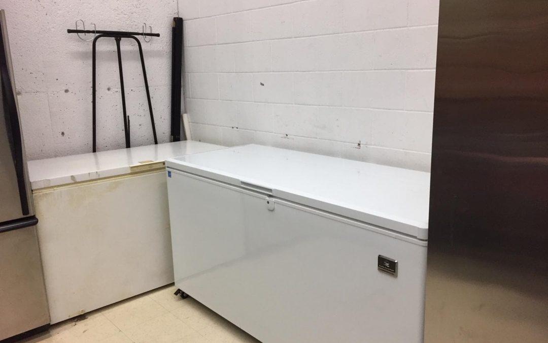 Nouveau congélateur et refrigérateur pour le dépannage alimentaire!
